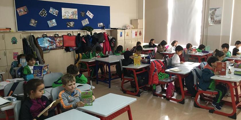 Esentepe'de Öğrenciler, Öğretmenler ve Veliler Okuyor